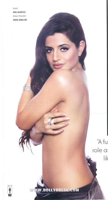Super Hot Amisha Patel Goes Topless