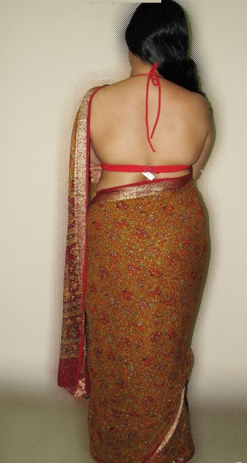 Hot Desi Women Her Cleavage And Inner Wear