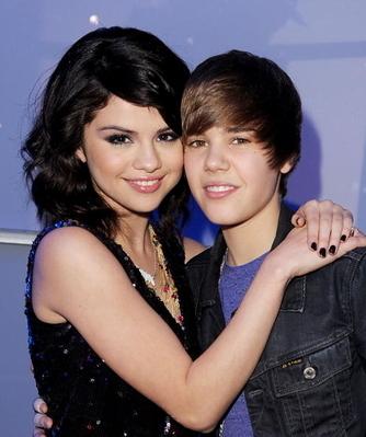 justin bieber selena gomez kiss yacht. Selena Gomez, 18, and Justin
