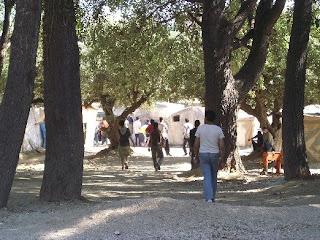 Ingresso della baraccopoli di Patras