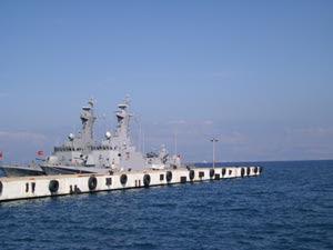Navi della marina militare turca nel porto di Ceçme