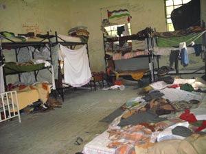 Interno di una stanza del vecchio campo di detenzione di Samos, in Grecia