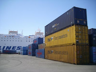Container nel porto di Patras