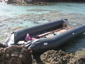 Gommone a Lampedusa, foto di Paola Ottaviano