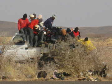 Fuoristrada carico di emigrati a Agadez
