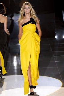 vestido amarillo con bolsillos