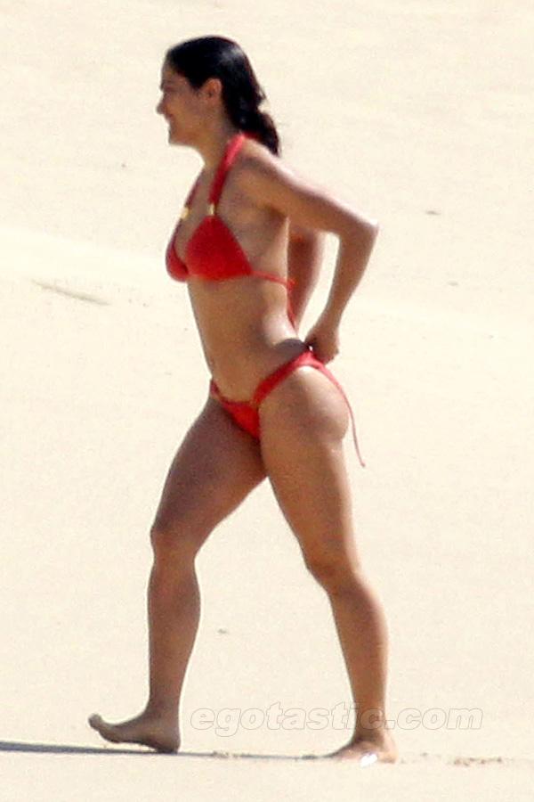 Salma Hayek Luce Bikini Rojo