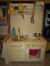 Giocattoli in legno: la mini-cucina