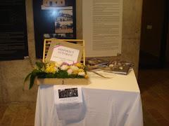 aporte de SONIA GONZÁLEZ. DECORACIÓN MESA DE exhibición HISTORIA Y FUTURO II. espacio Barradas.