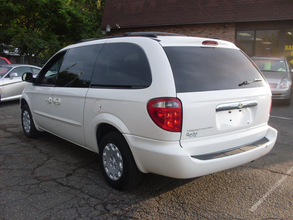 ride auto 2003 chrysler town and country lx 7 passenger. Black Bedroom Furniture Sets. Home Design Ideas