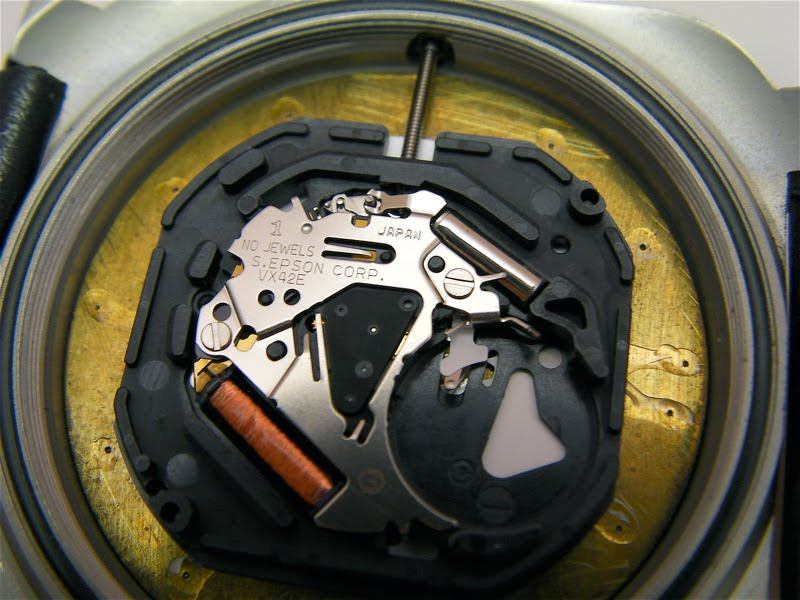 how to open a seiko watch to change battery