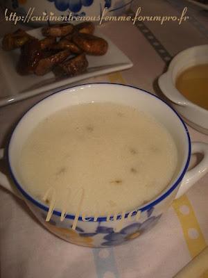 Hssowa ou 7ssowa ou Asskiff marocain sucrée de semoule à l' anis et au lait. DSC06778