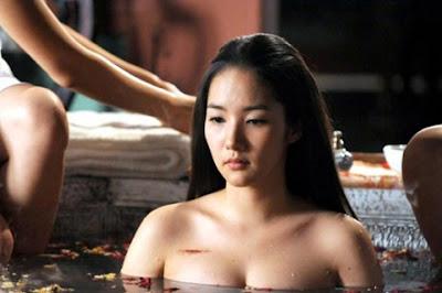 Cảnh tắm trần của Park Min Young được tung trên mạng