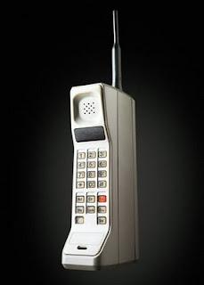 http://4.bp.blogspot.com/_sCRPwXPMSm0/TKSuJ_Pe6BI/AAAAAAAAAIk/BzBQSFdJ4pQ/s320/Historia+telefono+movil+1.jpg
