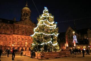 王宮前の巨大クリスマスツリー