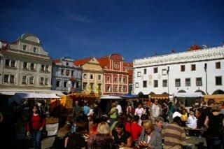 クルムロフ旧市街のスヴォルノスティ広場