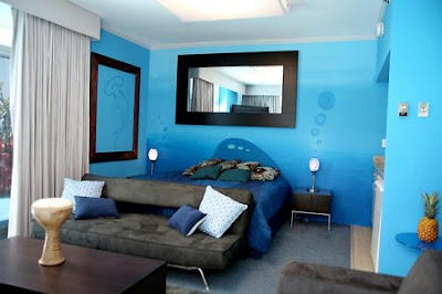 Les fantaisies de luciole d co bleue et marron pour la chambre d 39 amis for Peinture gris bleu pour chambre