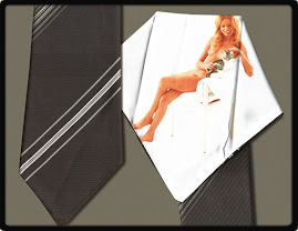 Plataforma a favor de la corbata con señora rubia acariciando animalejo