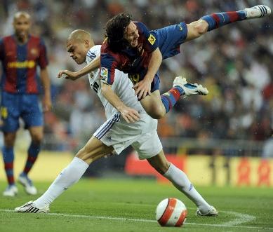 انتهاء الشوط الأول بتعادل الليجا ريال مديد مقابل برشلونة بهدفين لكلاً منهما