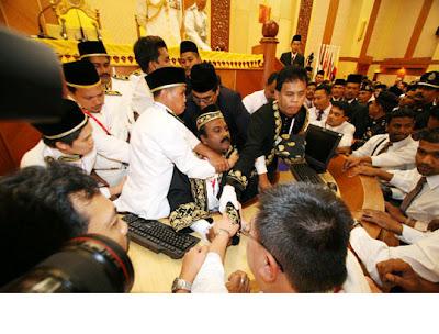 Perak Speaker Sivakumar being manhandled by UMNO thugs