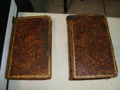 Dos de las primeras biblias que entraron a México por el puerto de Veracruz.
