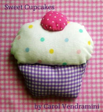 Sweet Cupcakes by Carol Vendramini no tecido!