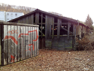 barn, graffiti