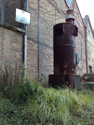 alte schmelz, rust, stove-like object