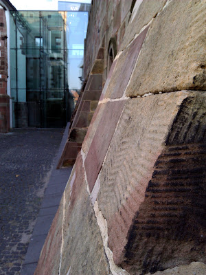 glass, red sandstone,