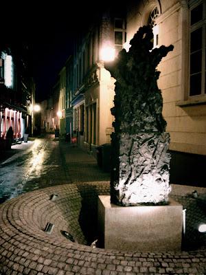 street, fountain