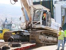 Máquina de 65 toneladas embarca no ferry da Naviera Armas