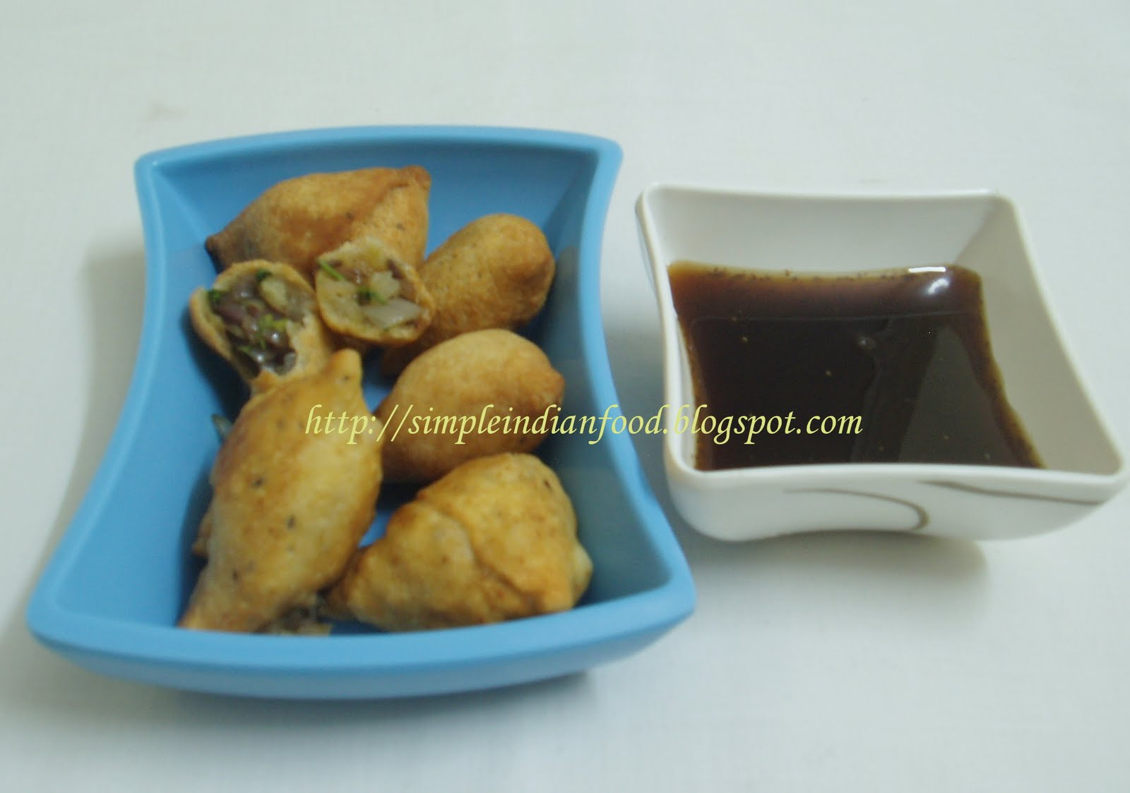 Simple Indian Food- An Easy Cooking Blog: Onion samosa