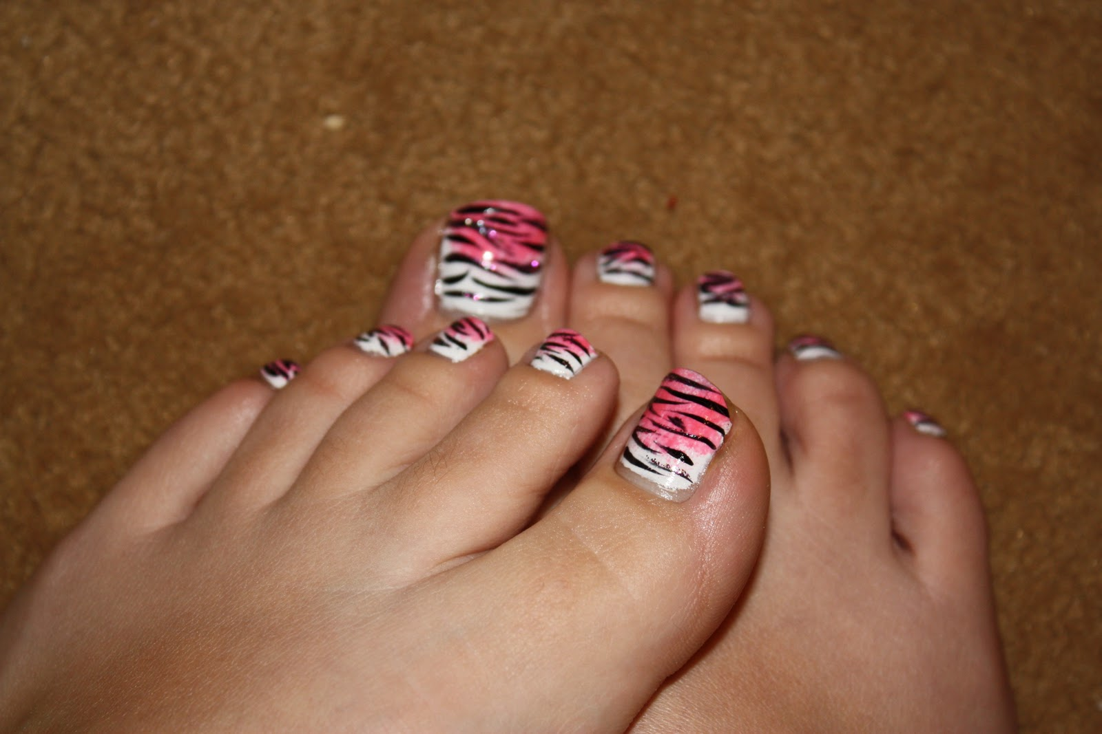 Nails In Nippon: Pink sponged Tiger/Zebra stripes