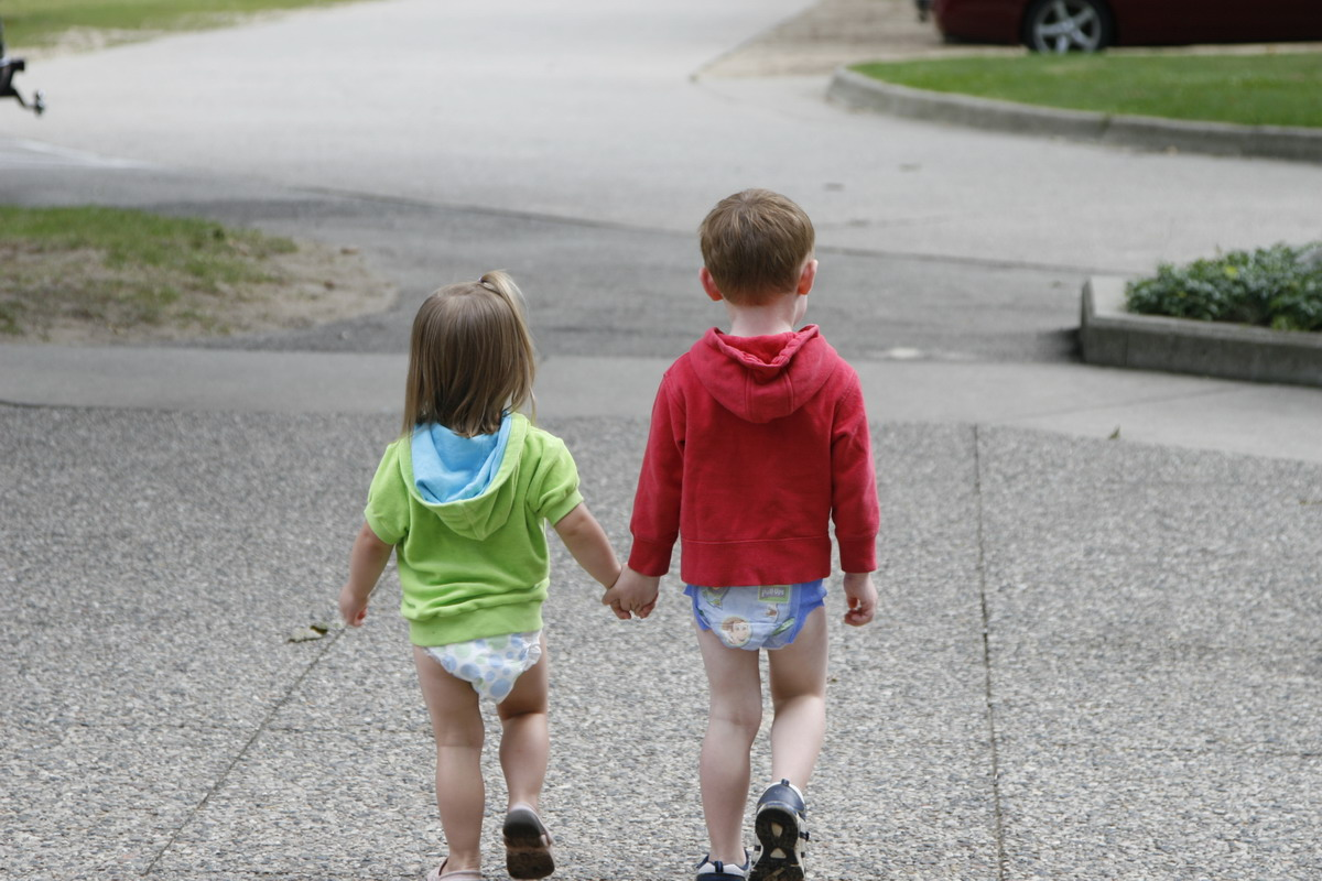 Toddlers Wearing Diapers http://kneesofmyheart.blogspot.com/2010/09/summer-lovin.html