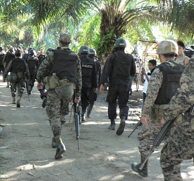 http://4.bp.blogspot.com/_sWDHVTx57uQ/TQ_4sIruWUI/AAAAAAAAEN4/zQLAA2aj7Fs/s400/Militares+bis.jpg