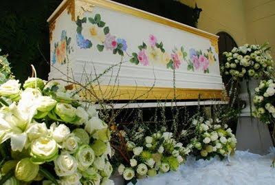 ธุรกิจหลังความตาย รังสรรค์งานศิลป์ เพ้นท์สีโลงศพ