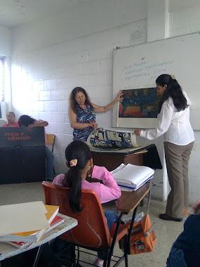 Por Su ejemplo de Vocación y Espíritu de Servicio. Gracias Maestra Ceci