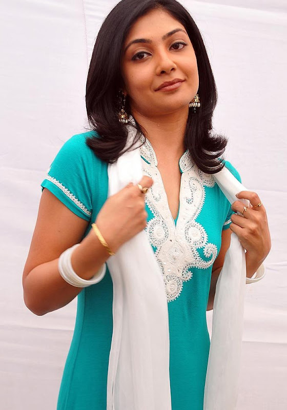 Kamalini Mukherjee in Churidar Cute Wallpapers Photoshoot images