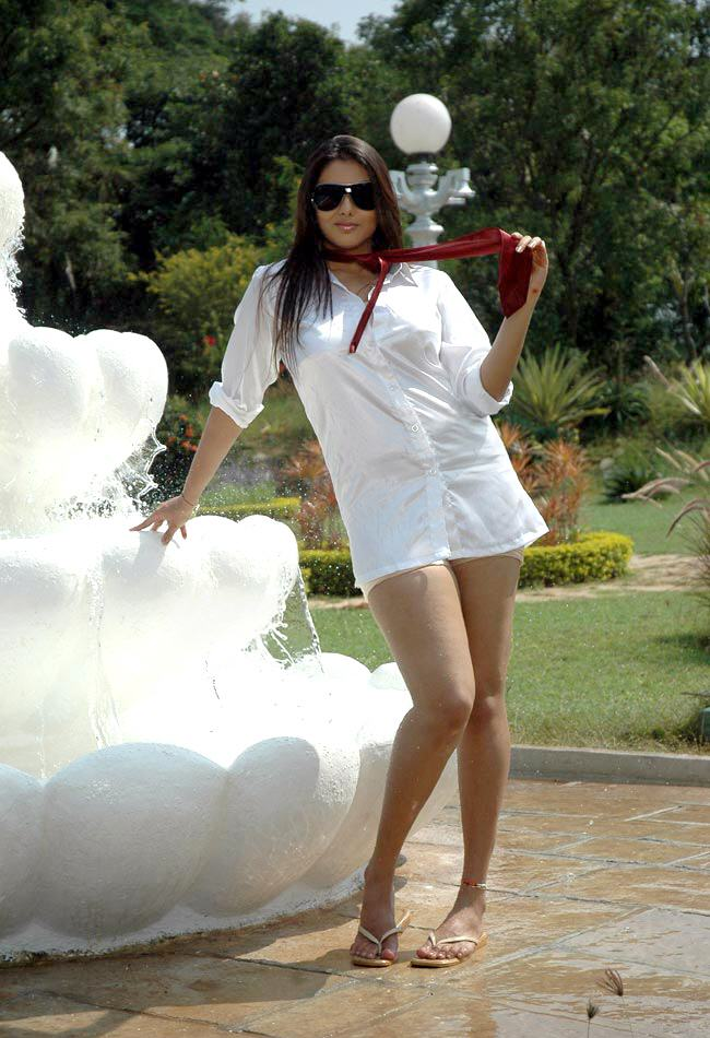 hot n latest images of namitha