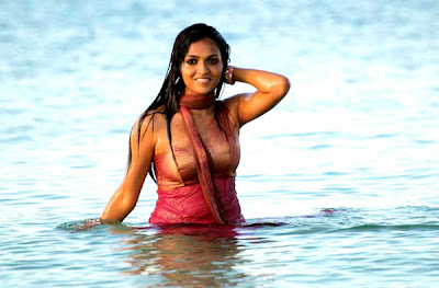 sunaina hot tamil masala exposing heroine actress boobs navel show