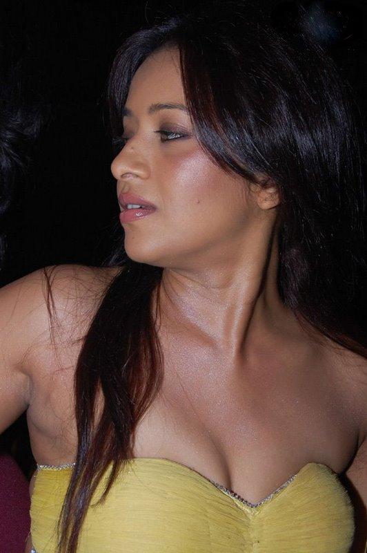http://4.bp.blogspot.com/_sWvD24wJnx8/TFlFdxkpiKI/AAAAAAAAM6E/zTqDCwYB8MA/s1600/reema-sen-2.jpg