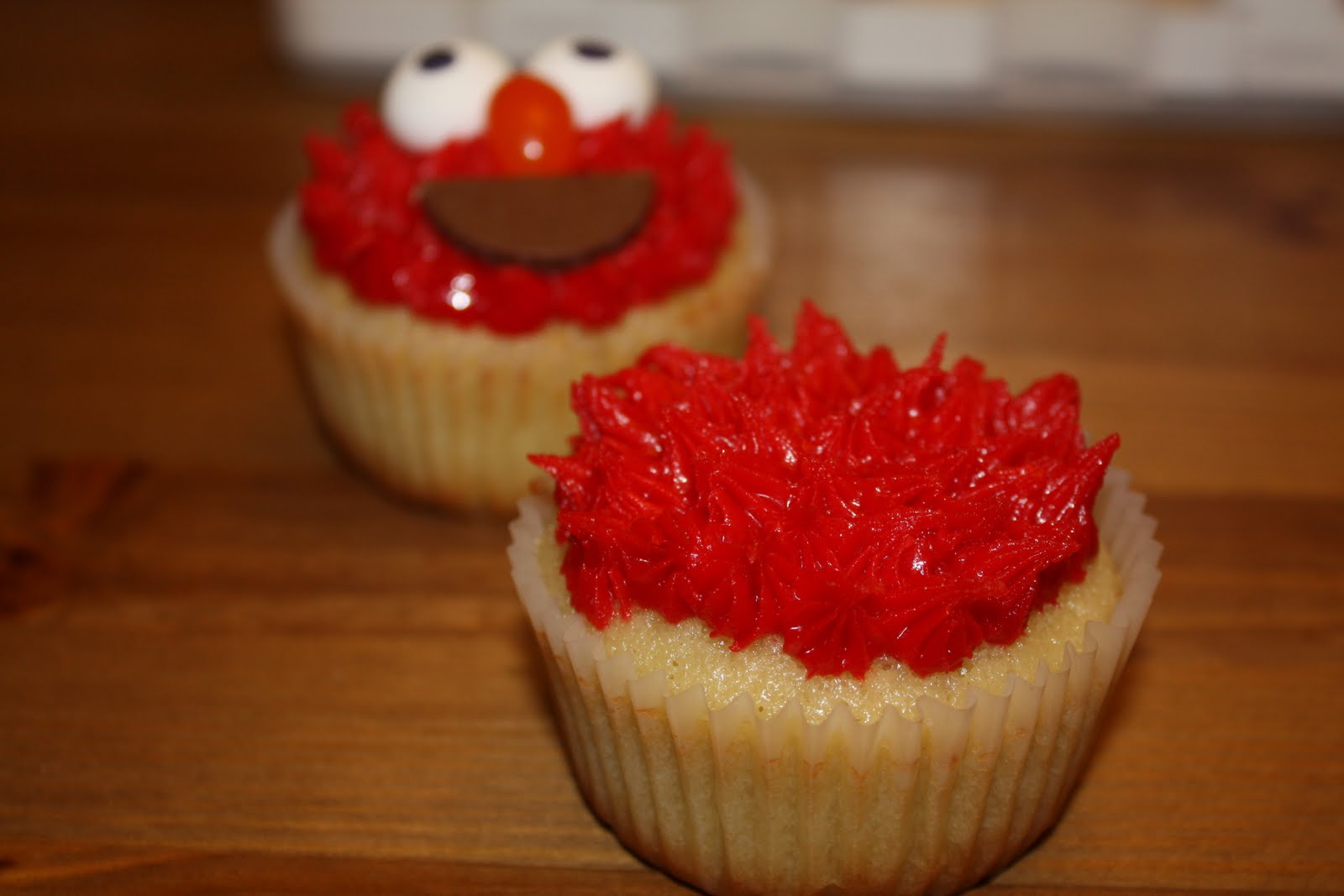 how to make elmo red frosting
