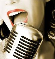 mulher cantando