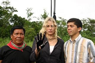 Daryl Hanna procura conscientizar sobre desastre no Equador