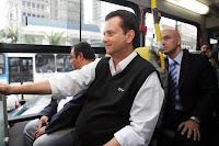 Kassab andando de ônibus no Dia Mundial Sem Carro 2009