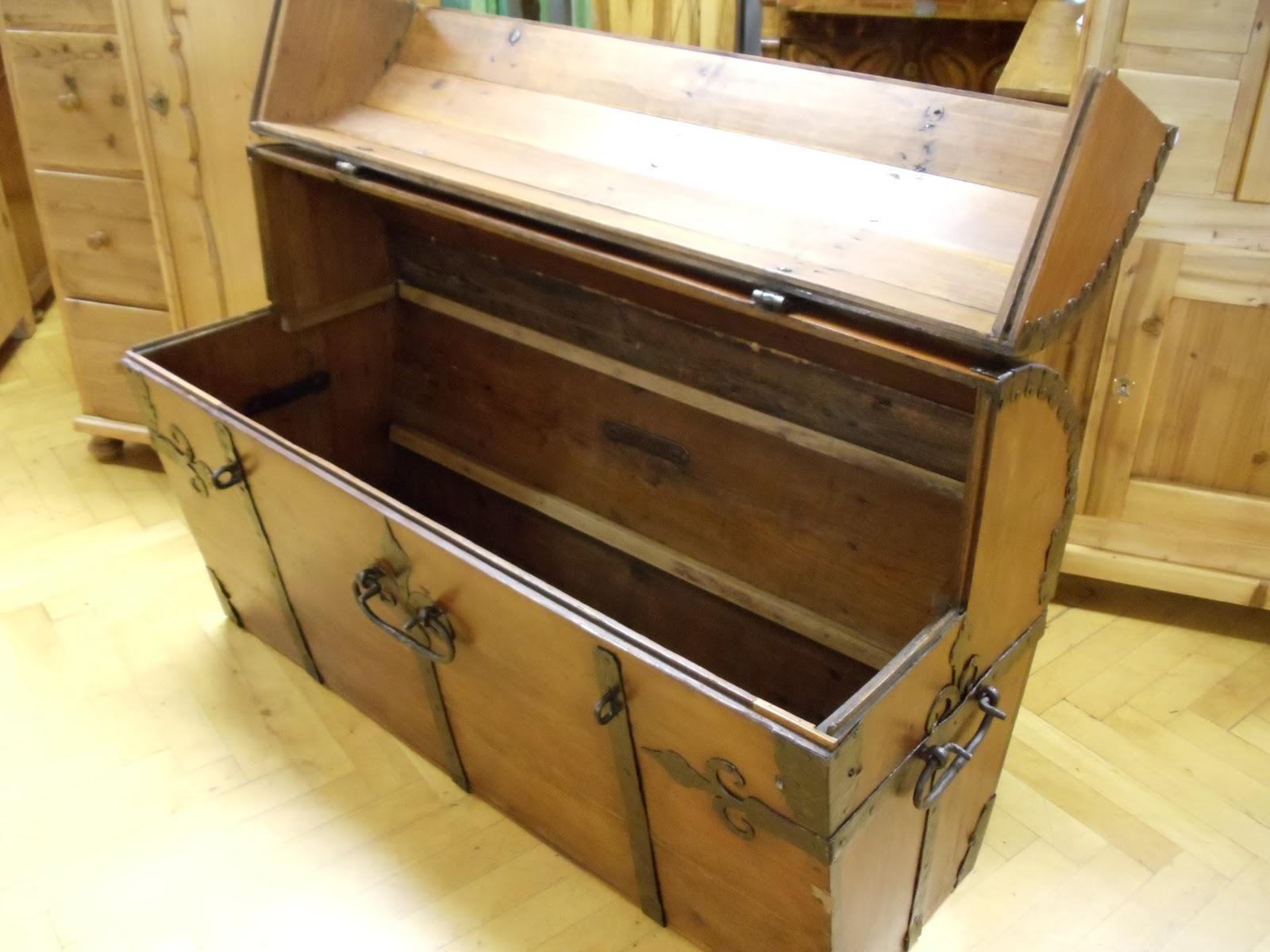 antike m bel antike truhe um 1740. Black Bedroom Furniture Sets. Home Design Ideas