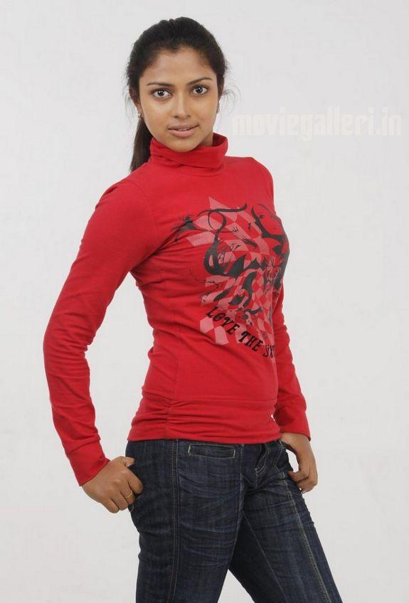 http://4.bp.blogspot.com/_sb9yp2CsJVU/S6rIYJzXqJI/AAAAAAAASRw/jg5ijoENLNA/s1600/actress-amala-paul-sindhu-samaveli-movie-stills-05.jpg