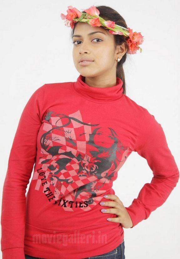 http://4.bp.blogspot.com/_sb9yp2CsJVU/S6rIYjfBDmI/AAAAAAAASSA/6Ro7yo_G_Oo/s1600/actress-amala-paul-sindhu-samaveli-movie-stills-03.jpg