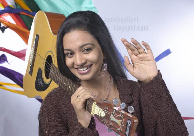 tamil-actress-+karthika-stills-01.jpg (400×281)