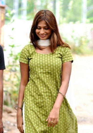[vijayalakshmi_actress_in_adhey_neram_adhey_idam_stills-07.jpg]